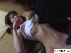 JAV teen fondled while holding a bear Subtitles