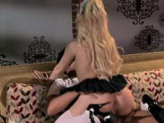 Bizarre blonde Kagney Linn Karter loves to be eaten