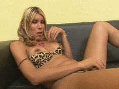 Blonde milf tranny Melanie has nice cock for those who like it in the ass