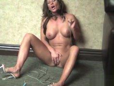 Fit Ariel X Uses Rope to Masturbate